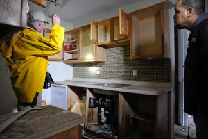 800px-FEMA_-_43625_-_A_home_inspectors_with_the_media_in_Rhode_Island